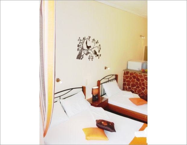 Τα Stefanos Studios είναι ένα συγκρότημα ενοικιαζόμενων δωματίων χωρισμένα σε δίκλινα και τρίκλινα δωμάτια στην πολύ όμορφη περιοχή της Λίμνης του Κεριού.Μόλις στα 600 μέτρα θα βρείτε την παραλία της Λίμνης Κεριού όπως επίσης ψαροταβέρνες , καφετέριες, μίνι μάρκετ και φούρνους.Αν αναζητάτε κάτι φθηνό και ποιοτικό για τις διακοπές σας, όπως επίσης ένα περιβάλλον φιλόξενο και ζεστό τότε τα ενοικιαζόμενα δωμάτια Stefanos είναι η πιο κατάλληλη επιλογή.Στοιχεία επικοινωνίας:Τηλ/Φαξ: +30 26950 22406