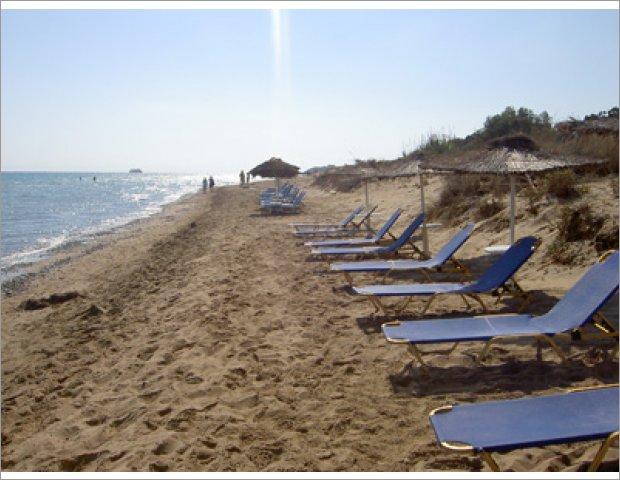 Ionio beach 150m away from Valentino Apartments