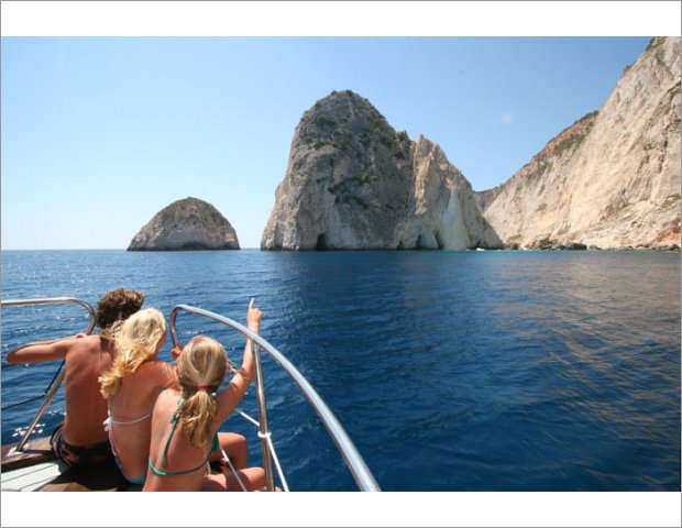 Stay with us and combine your dive in Zante! We offer discounted prices!
