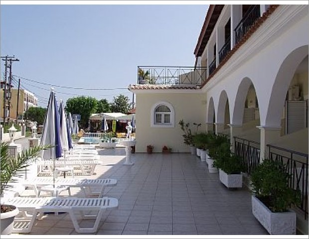 Apollon Hotel is located in Tsilivi of  Zante. Just 50 meters from the beautiful beach and the center of the homonymous cosmopolitan resort.You'll find a hospitable and helpful environment and you will be satisfied with the hotel and room facilities. Ideal for families and couples. It is the right place to combine relaxation and fun.
